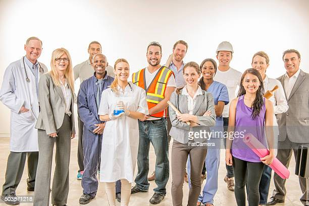 varied group of professional workers - middelgrote groep mensen stockfoto's en -beelden