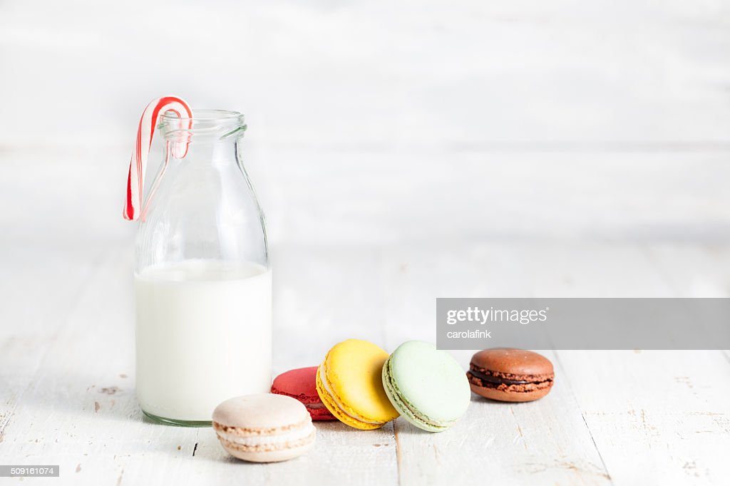 Varied mixture of macaroons with milk can : Stock-Foto