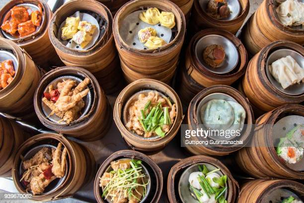 variety of chinese dimsum for breakfast, yumcha, dim sum in bamboo steamer, chinese cuisine - chinesische kultur stock-fotos und bilder
