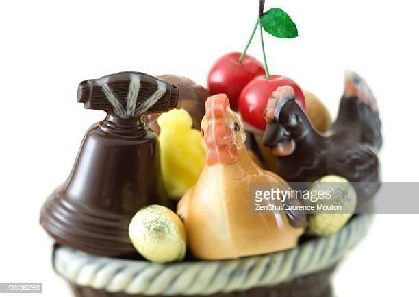 variety of chocolate figurines - cloche de paques photos et images de collection