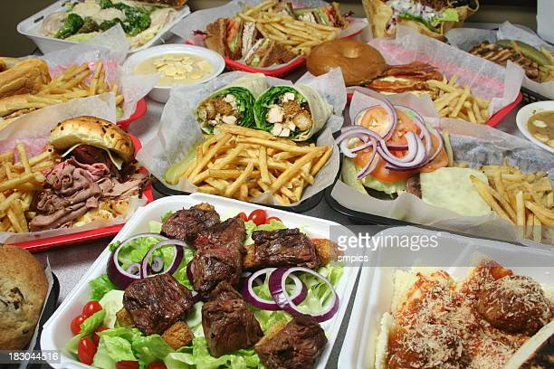 Variedad de platos de comida rápida