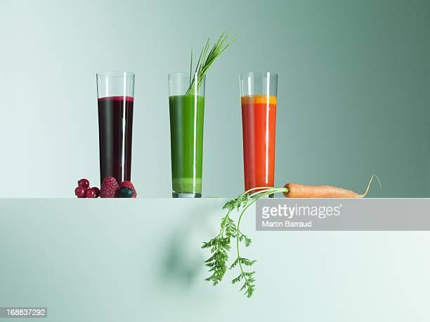 さまざまなフルーツジュース、野菜ジュース