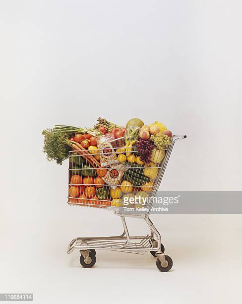 variety of fruits and vegetables in shopping trolley - caddie rempli photos et images de collection