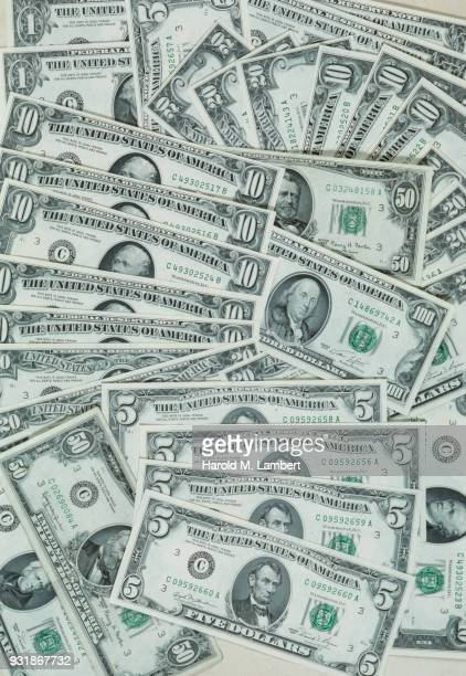 Variety of US currencies