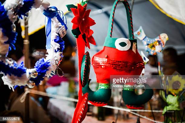 various decoration for sale at street market - andres ruffo stock pictures, royalty-free photos & images