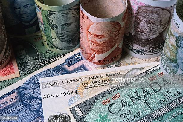various international paper bills - italian currency stock pictures, royalty-free photos & images