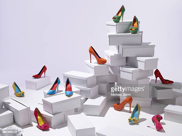 various shoes piled on shoe boxes - hoge hakken stockfoto's en -beelden