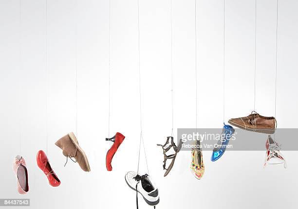 Verschiedene Schuh wird auf string