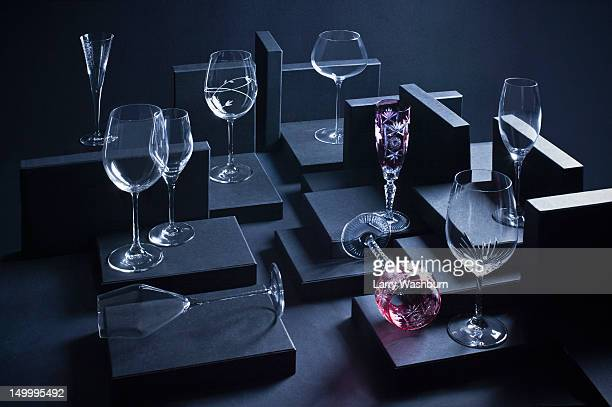 various wineglasses arranged in a display - kristallglas stock-fotos und bilder