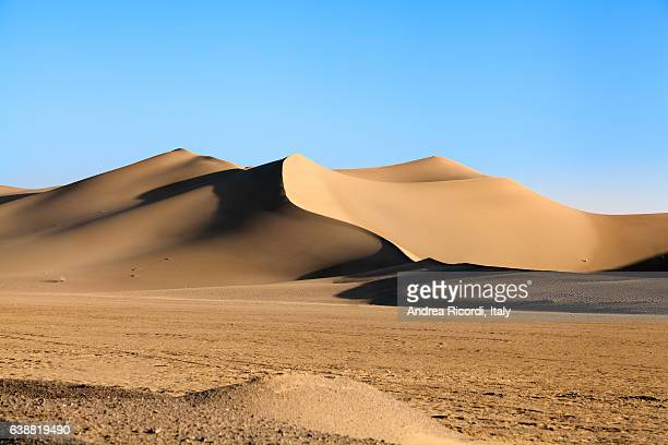 varzaneh desert, isfahan province, iran - sand dune stock pictures, royalty-free photos & images