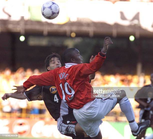 Vasco da Gama player Mauro Galvao and Dwight Yorke of Manchester United vie for the ball during their World Club Championships match at the Maracana...