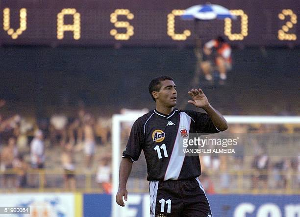 Vasco da Gama star player Romario celebrates his second goal against Manchester United during their World Club Championships match 08 January 2000 at...