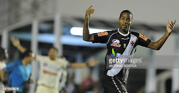 Vasco' s Dede celebrates his goal against Universitario during their Sulamericana quarterfinal match on November 9 2011 in Rio de Janeiro AFP...