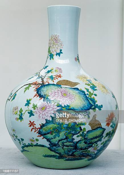 Vase with floral decorations with the Qianlong mark printed on the base white porcelain with family rose enamel from the province of Southern China...