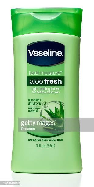 vaseline une lotion à l'aloe vera frais de l'humidité de la peau - vaseline photos et images de collection