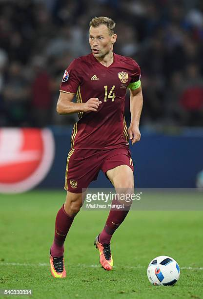 Vasili Berezutski of Russia in action during the UEFA EURO 2016 Group B match between Russia and Slovakia at Stade PierreMauroy on June 15 2016 in...