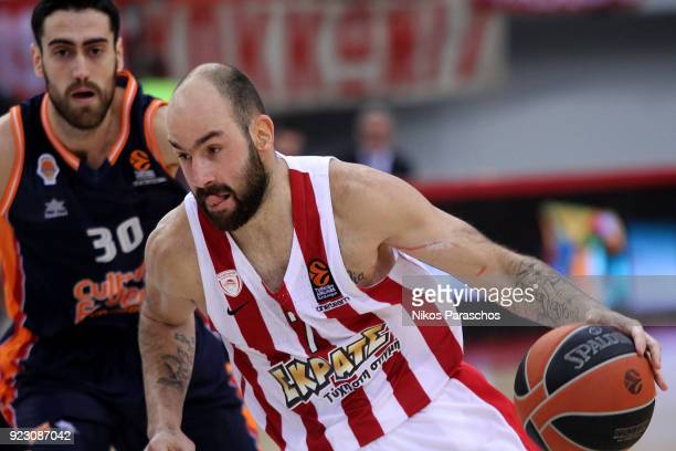 Vassilis Spanoulis #7 of Olympiacos Piraeus competes with Joan Sastre #30 of Valencia Basket during the 2017/2018 Turkish Airlines EuroLeague Regular...