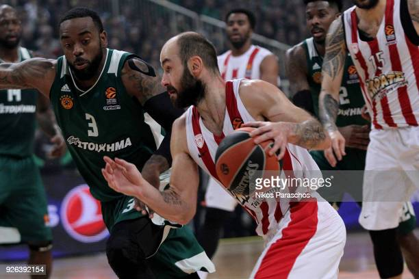 Vassilis Spanoulis #7 of Olympiacos Piraeus competes with K C Rivers #3 of Panathinaikos Superfoods Athens during the 2017/2018 Turkish Airlines...