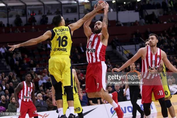 Vassilis Spanoulis #7 of Olympiacos Piraeus competes with Kostas Sloukas #16 of Fenerbahce Beko Istanbul during the 2019/2020 Turkish Airlines...