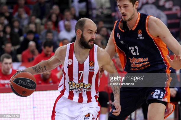 Vassilis Spanoulis #7 of Olympiacos Piraeus competes with Tibor Pleiss #21 of Valencia Basket during the 2017/2018 Turkish Airlines EuroLeague...