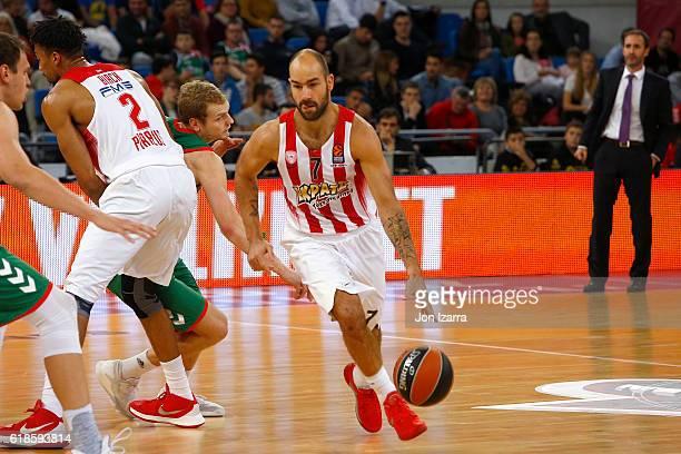 Vassilis Spanoulis #7 of Olympiacos Piraeus in action during the 2016/2017 Turkish Airlines EuroLeague Regular Season Round 4 game between Baskonia...