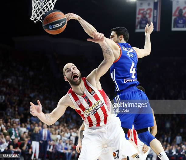 Vassilis Spanoulis #7 of Olympiacos Piraeus in action during the 2016/2017 Turkish Airlines EuroLeague Playoffs leg 3 game between Anadolu Efes...