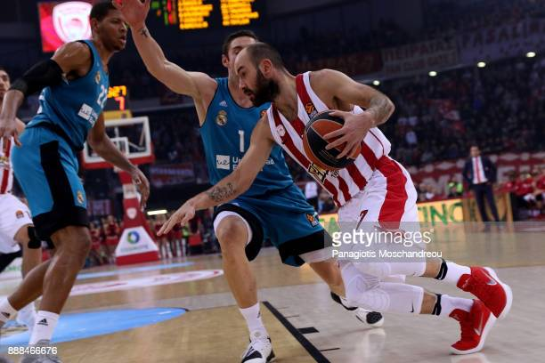 Vassilis Spanoulis #7 of Olympiacos Piraeus in action during the 2017/2018 Turkish Airlines EuroLeague Regular Season Round 11 game between...