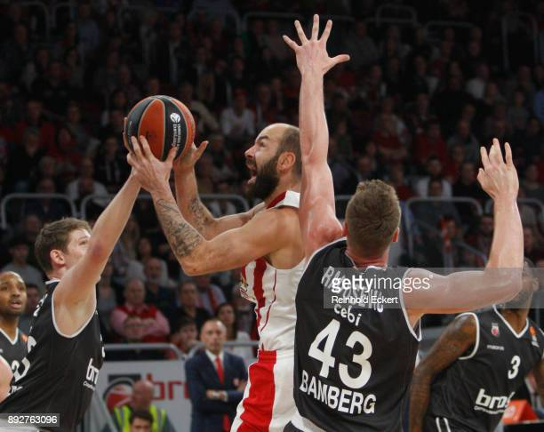 Vassilis Spanoulis #7 of Olympiacos Piraeus in action during the 2017/2018 Turkish Airlines EuroLeague Regular Season Round 12 game between Brose...