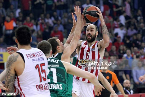 Vassilis Spanoulis #7 of Olympiacos Piraeus in action during the Turkish Airlines Euroleague Play Offs Game 2 between Olympiacos Piraeus v Zalgiris...
