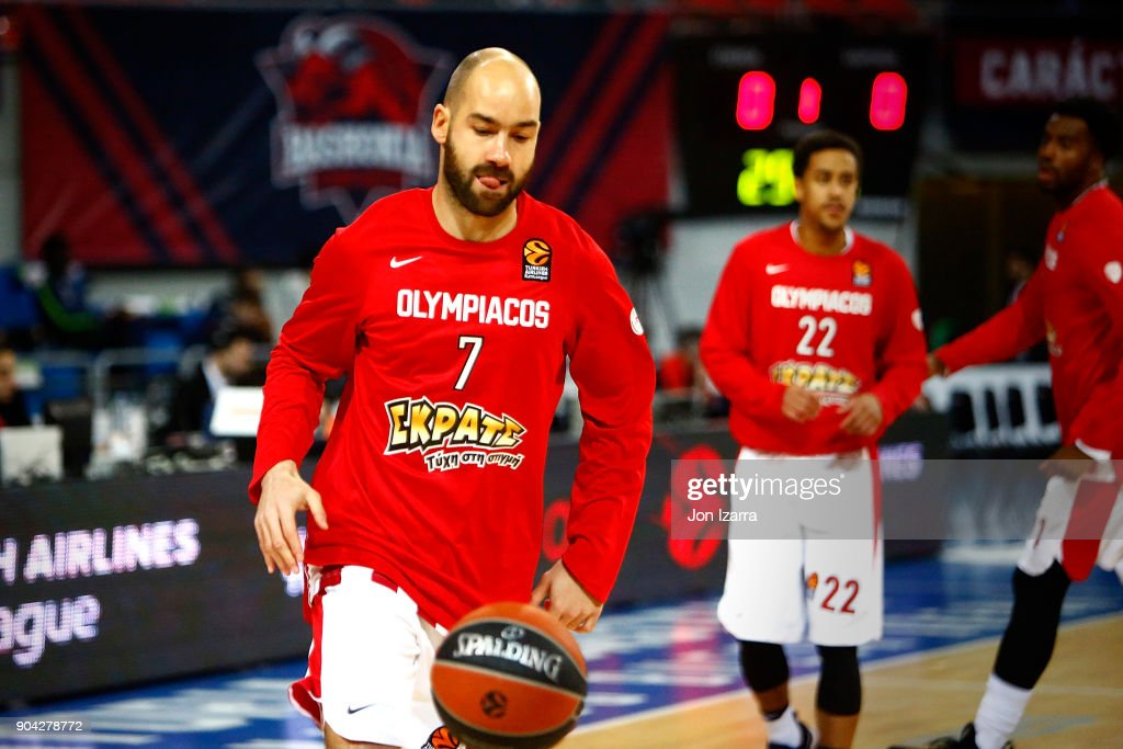 Vassilis Spanoulis, #7 of Olympiacos Piraeus warm up during the 2017/2018 Turkish Airlines EuroLeague Regular Season Round 17 game between Baskonia Vitoria Gasteiz and Olympiacos Piraeus at Fernando Buesa Arena on January 12, 2018 in Vitoria-Gasteiz, Spain.