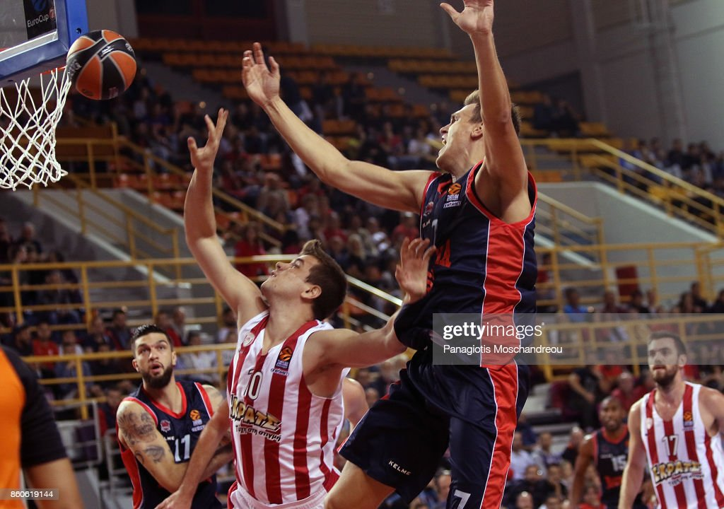 Vassilis Toliopoulos, #4 of Olympiacos Piraeus competes with Johannes Voigtmann, #7 of Baskonia Vitoria Gasteiz during the 2017/2018 Turkish Airlines EuroLeague Regular Season Round 1 game between Olympiacos Piraeus v Baskonia Vitoria Gasteiz at Heraklion Arena on October 12, 2017 in Heraklion, Crete, Greece.