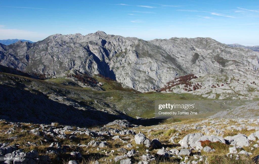 Vast views of Picos de Europa above Colláu Cima : Stock-Foto