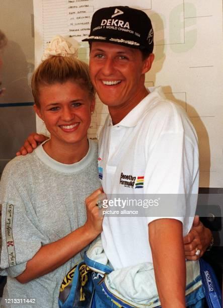 Vater- und Mutterfreuden sehen Michael Schumacher und seine Frau Corinna entgegen . Der Formel-1-Weltmeister gab wenige Minuten vor dem Start des...