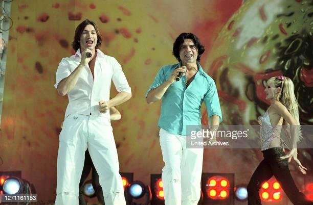 Vater und Sohn auf der Bühne.