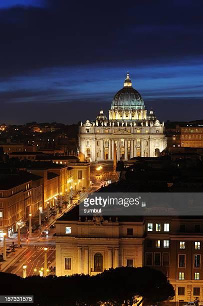 città del vaticano a notte - basilica di san pietro foto e immagini stock