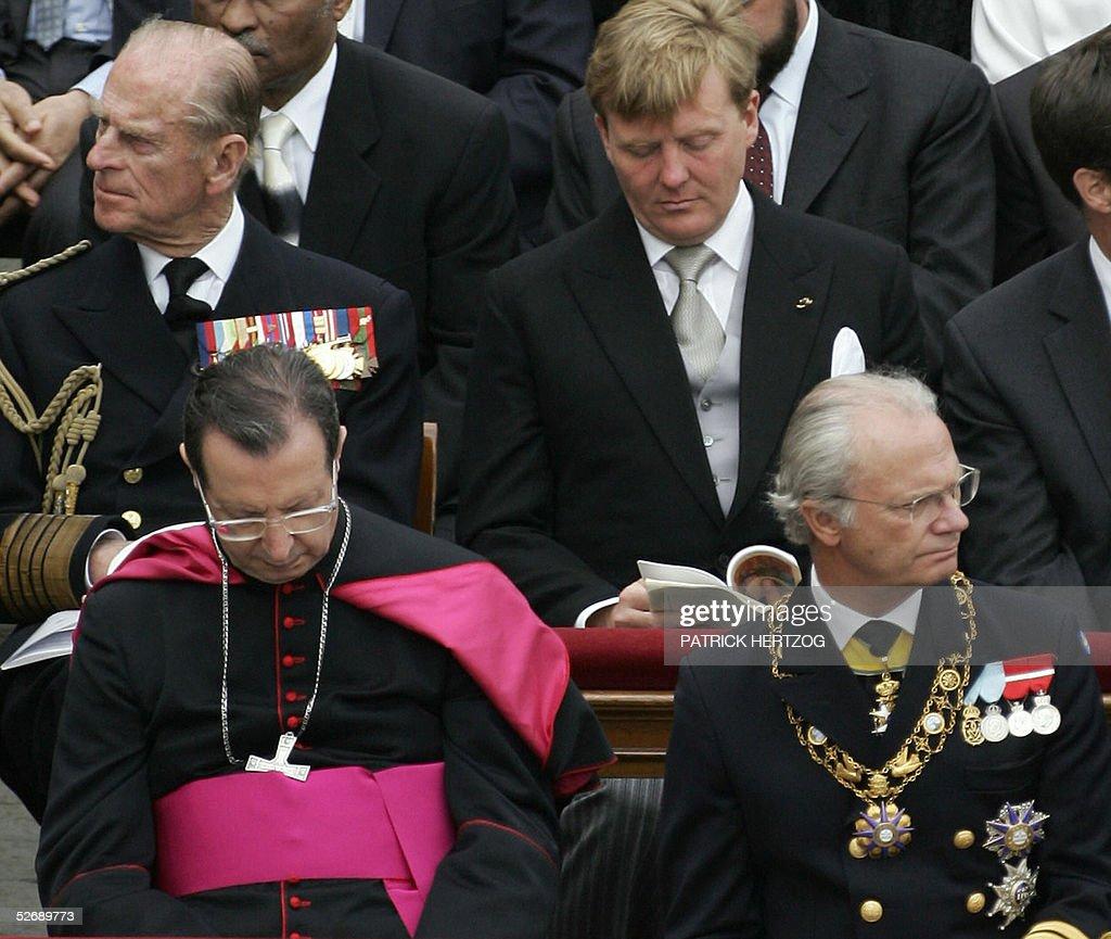 Sweden's King Carl XVI Gustaf (bottom R) : News Photo