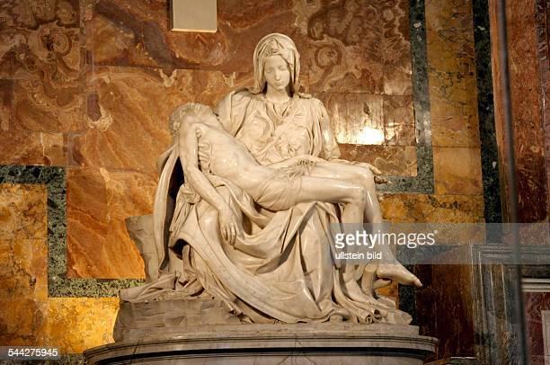 Vatikan: Pieta von Michelangelo im Petersdom.
