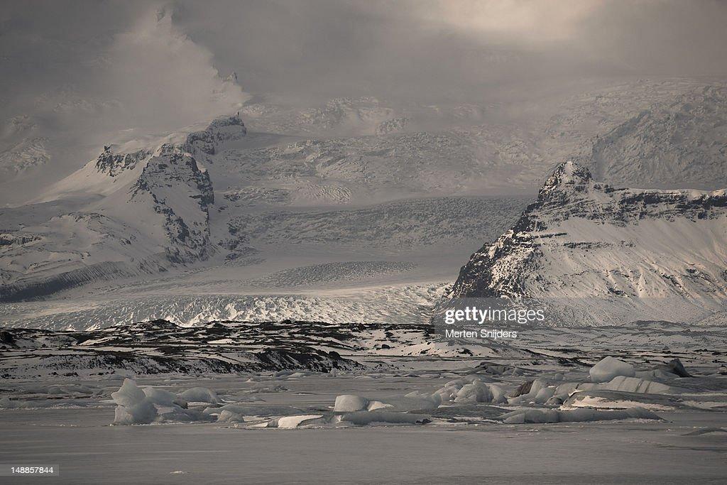 Vatnajokull glacier with Jokulsarlon in front. : Stockfoto