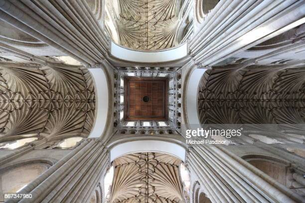 vaulted ceiling in cathedral - nave stock pictures, royalty-free photos & images