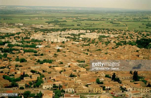 Vauvert , France, mai 1999 : les tensions entre communautés aboutissent à la mort de Mounir OUBAJJA, un délinquant récidiviste de 18 ans, tué le 16...