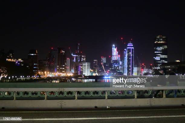 vauxhall tower at night - howard pugh stock pictures, royalty-free photos & images