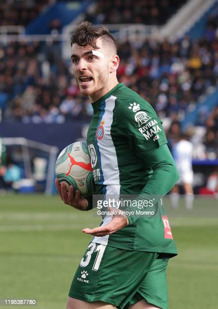 Víctor Campuzano of Espanyol protests to the official during the Liga match between CD Leganes and RCD Espanyol at Estadio Municipal de Butarque on...