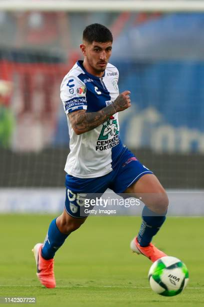 Víctor Guzmán of Pachuca controls the ball during the quarterfinals first leg match between Pachuca and Tigres UANL as part of the Torneo Clausura...