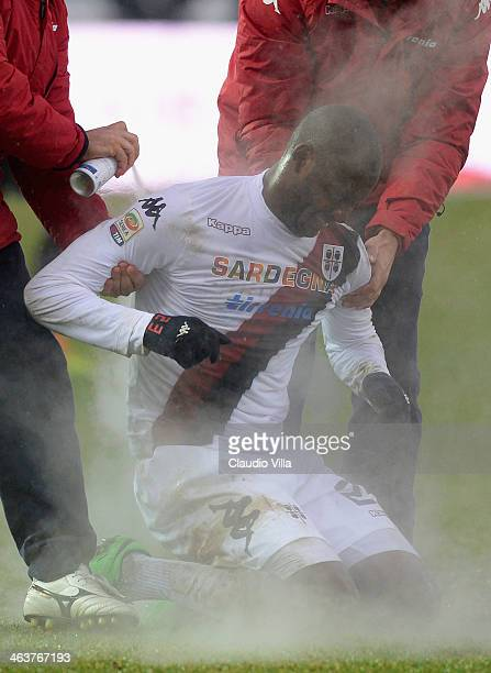 Víctor Ibarbo of Cagliari Calcio injured during the Serie A match between Atalanta BC and Cagliari Calcio at Stadio Atleti Azzurri d'Italia on...