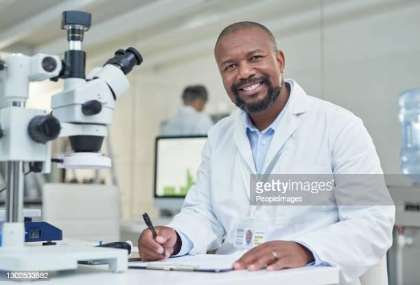 実験中に膨大な量のデータを収集しました - 物理学者 ストックフォトと画像