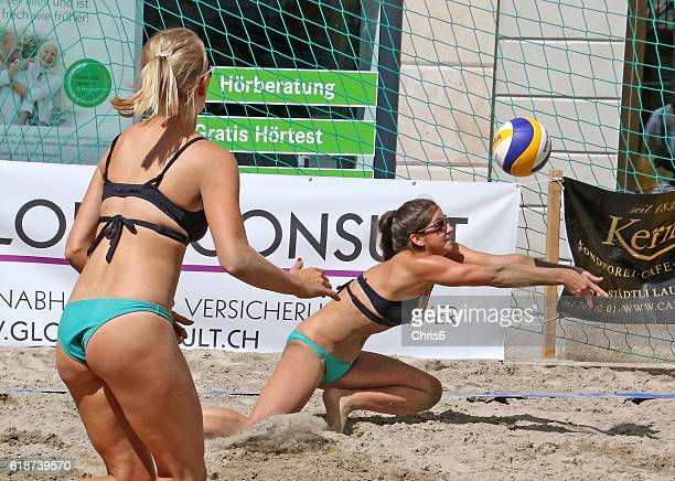 i've got it! - beachvolleybal stockfoto's en -beelden