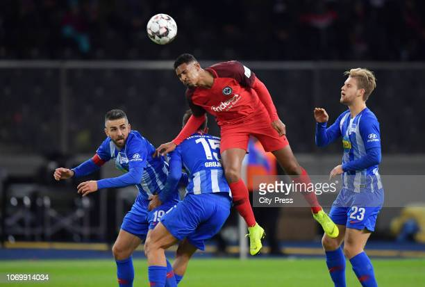 Vedad Ibisevic Marko Grujic of Hertha BSC Sébastien Haller of Eintracht Frankfurt and Arne Maier of Hertha BSC during the game between Hertha BSC and...