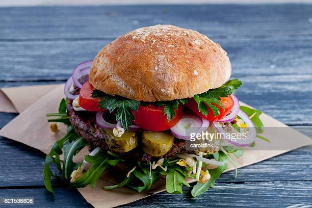 vegan burger - carolafink stock pictures, royalty-free photos & images
