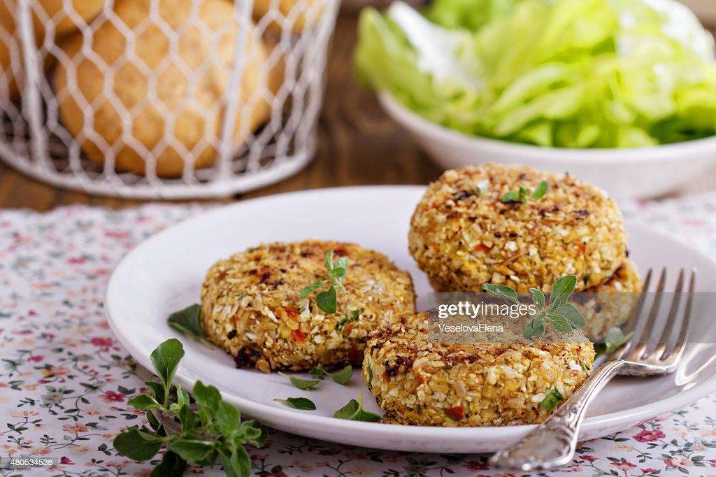 Vegan burgers with cauliflower : Stock Photo