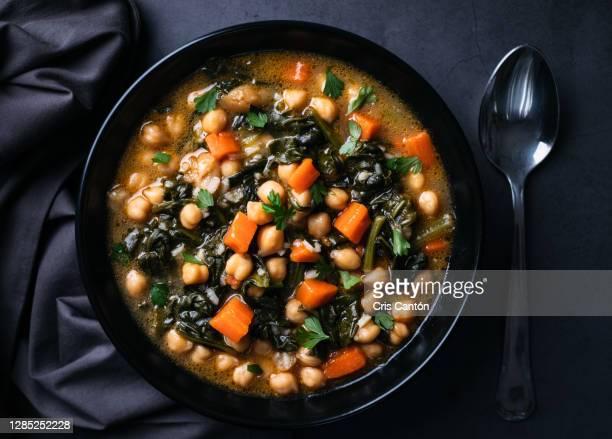 vegan chickpeas soup, potaje - cris cantón photography fotografías e imágenes de stock